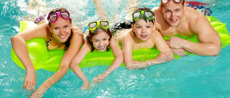 Bezpłatne, weekendowe lekcje pływania dla krakowskich rodzin