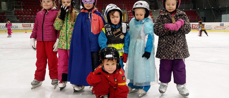 Bal przedszkolaków nazakończenie sezonu łyżwiarskiego